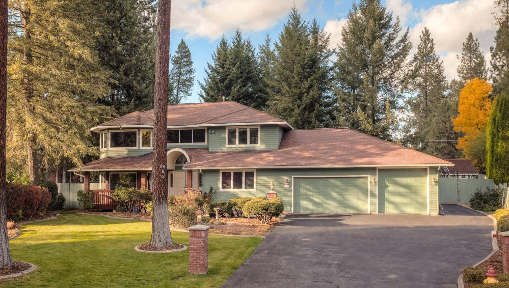 This Gorgeous Custom Home Is Located Close To The Hayden Lake Country Club And Avondale Golf Course In One Of S Most Desirable Neighborhoods